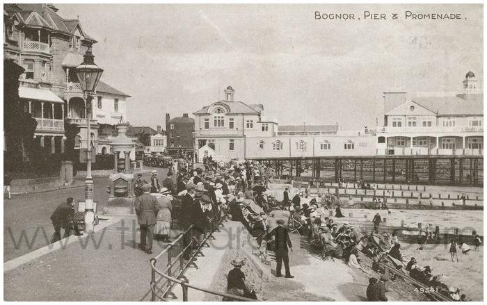 Postcard front: Bognor, Pier & Promenade.