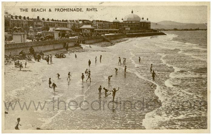 Postcard front: The Beach & Promenade, Rhyl.