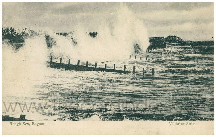 Postcard front: Rough Sea, Bognor.