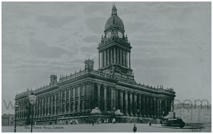 Postcard front: The Town Hall, Leeds.
