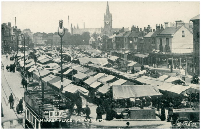 Postcard front: Market Place, Gt. Yarmouth.