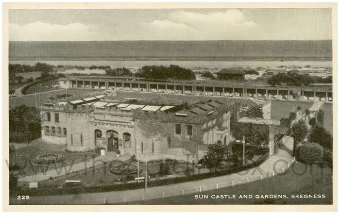 Postcard front: Sun Castle and Gardens. Skegness