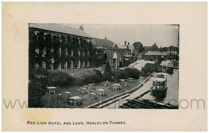 Postcard front: Red Lion Hotel and Lawn, Henley-on-Thames.