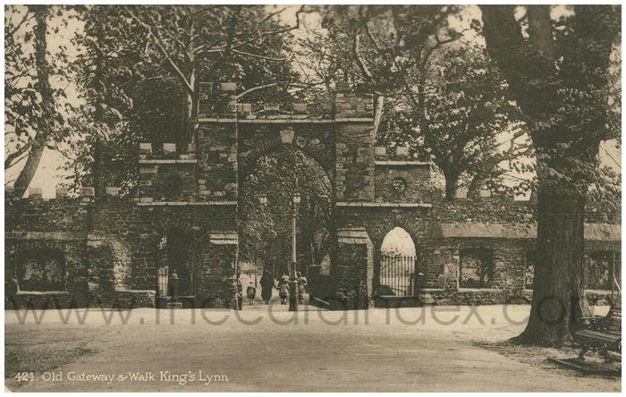 Postcard front: Old Gateway & Walk King's Lynn
