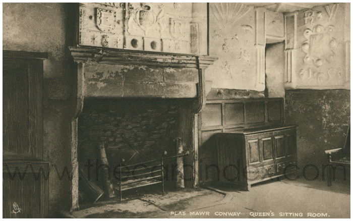 Postcard front: Plas Mawr Conway. Queen's Sitting Room.