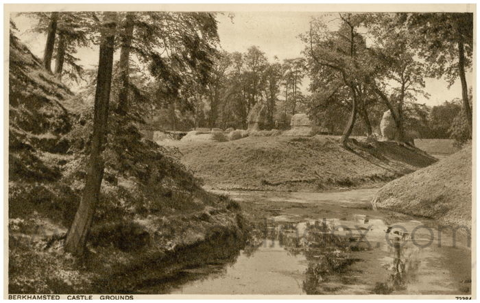 Postcard front: Berkhamsted Castle Grounds.