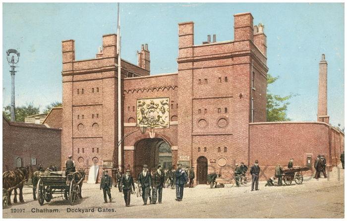 Postcard front: Chatham. Dockyard Gates.