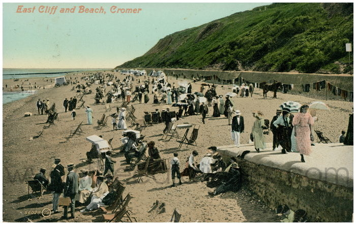 Postcard front: East Cliff and Beach, Cromer