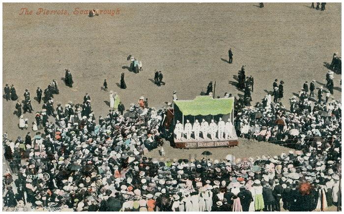 Postcard front: The Pierrots, Scarborough.