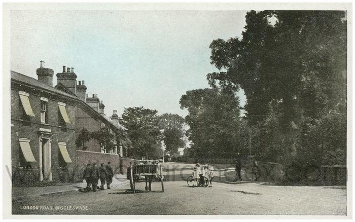 Postcard front: London Road, Biggleswade