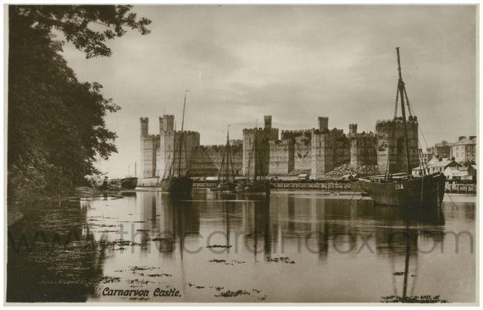 Postcard front: Carnarvon Castle.
