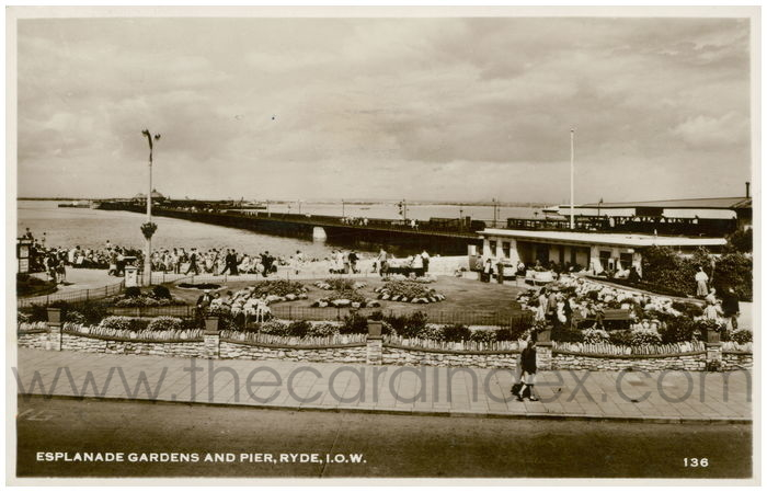 Postcard front: Esplanade Gardens and Pier, Ryde, I.O.W.