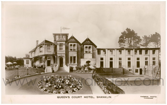 Postcard front: Queen's Court Hotel, Shanklin