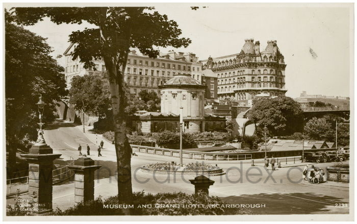 Postcard front: Museum and Grand Hotel, Scarborough