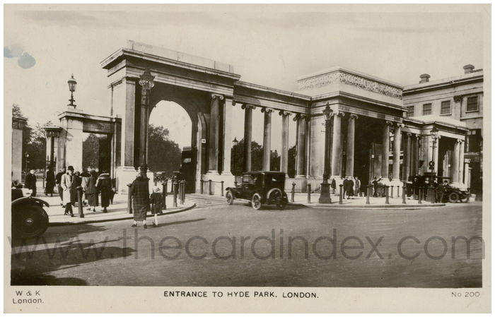 Postcard front: Entrance To Hyde Park, London.