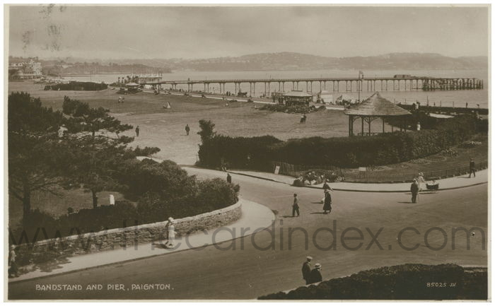 Postcard front: Bandstand and Pier, Paignton.