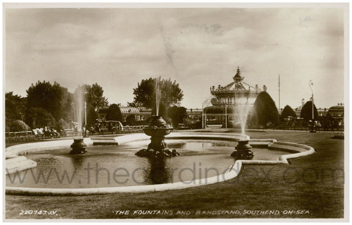 Postcard front: The Fountain and Bandstand, Southend-On-Sea.