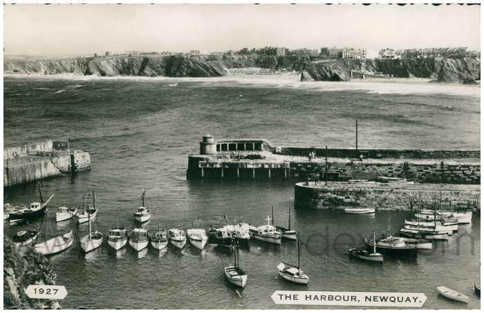 Postcard front: The Harbour, Newquay.