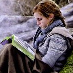 Hermione_reading