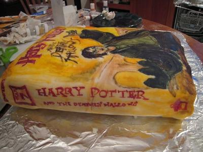 Normal_fans_deathlyhallows_coverartcake_002