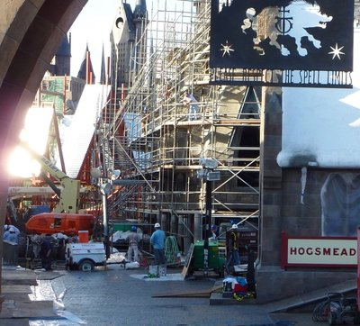 Normal_fans_harrypotterthemepark_construction_561