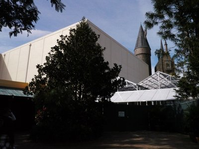 Normal_fans_harrypotterthemepark_construction_674