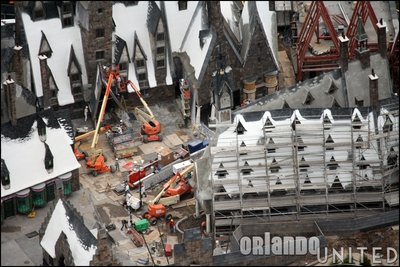 Normal_fans_harrypotterthemepark_construction_690