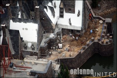 Normal_fans_harrypotterthemepark_construction_703