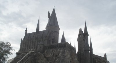 Normal_fans_harrypotterthemepark_construction_743