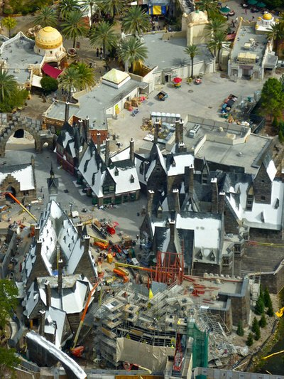 Normal_fans_harrypotterthemepark_construction_777