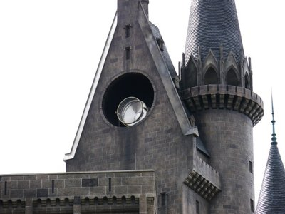 Normal_fans_harrypotterthemepark_construction_800