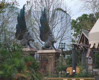 Normal_fans_harrypotterthemepark_construction_831