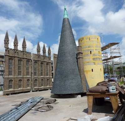 Normal_fans_harrypotterthemepark_construction_012