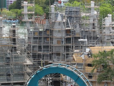 Normal_fans_harrypotterthemepark_construction_129