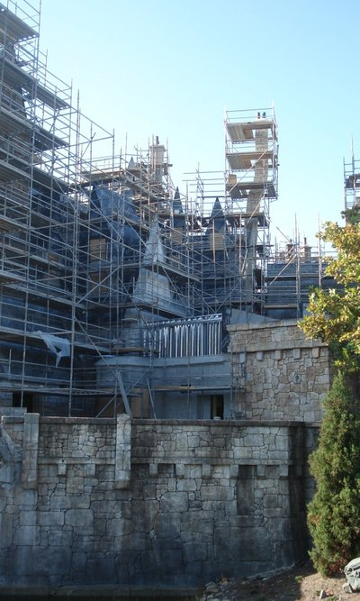 Normal_fans_harrypotterthemepark_construction_148