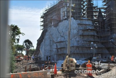 Normal_fans_harrypotterthemepark_construction_168