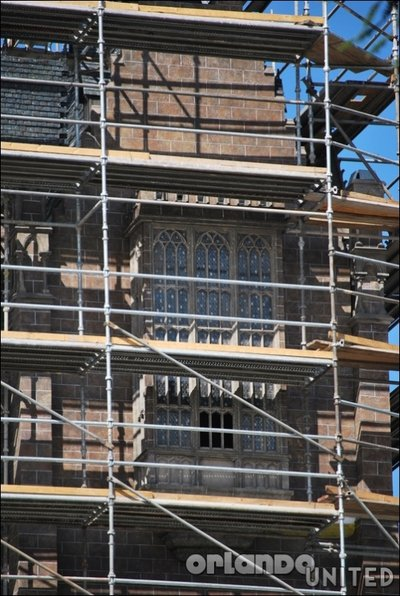 Normal_fans_harrypotterthemepark_construction_180