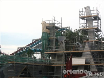 Normal_fans_harrypotterthemepark_construction_235