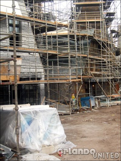 Normal_fans_harrypotterthemepark_construction_237