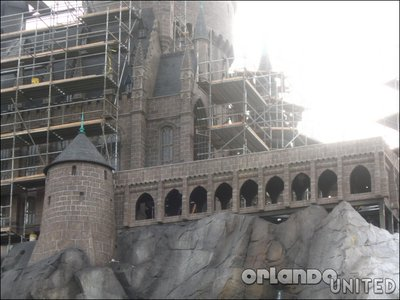 Normal_fans_harrypotterthemepark_construction_240