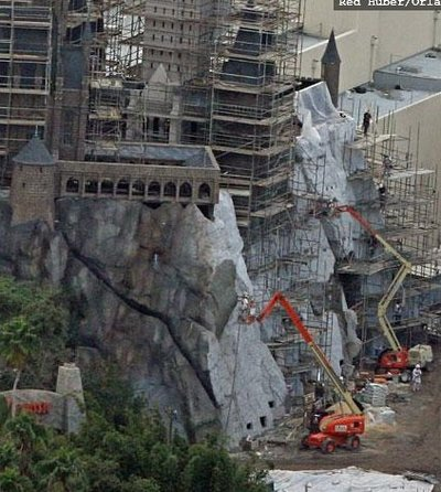 Normal_fans_harrypotterthemepark_construction_250