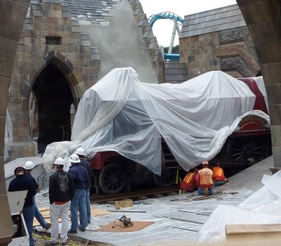 Normal_fans_harrypotterthemepark_construction_255