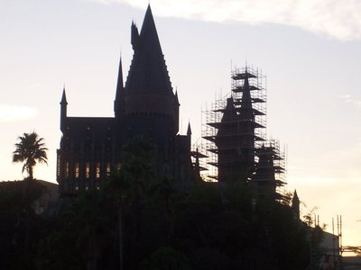 Normal_fans_harrypotterthemepark_construction_300