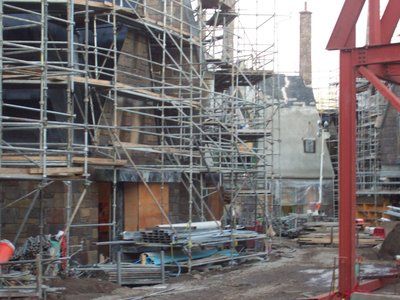 Normal_fans_harrypotterthemepark_construction_320