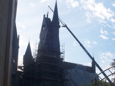 Normal_fans_harrypotterthemepark_construction_345