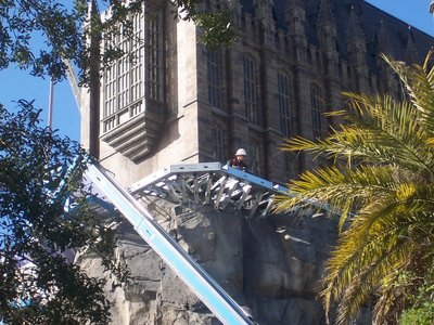 Normal_fans_harrypotterthemepark_construction_360