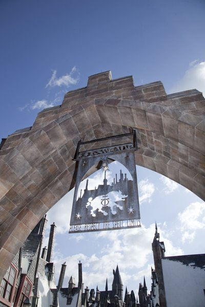 Normal_wizarding_world_of_harry_potter_hogsmeadearch