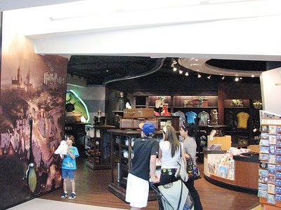 Normal_wwohp_merch_universalstoreorlairport_020