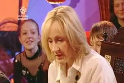 Normal_jkr_interviews_bluepeter_192