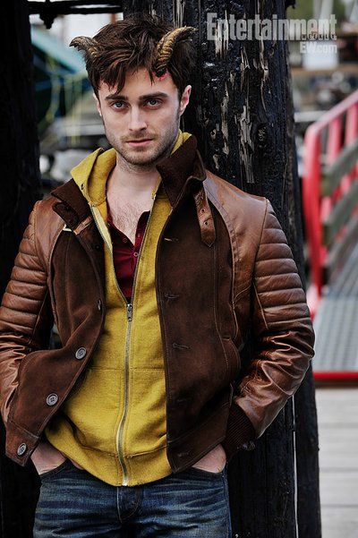 Normal_radcliffe_films_horns_set_001